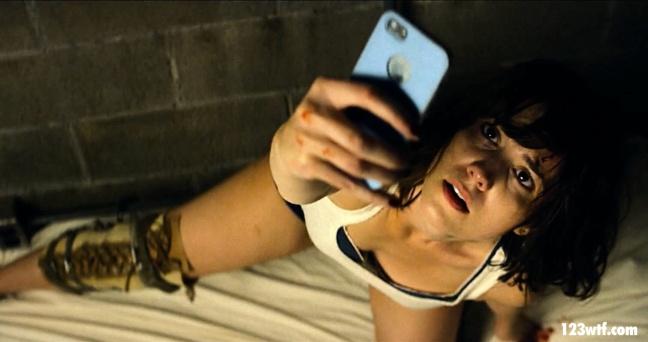 10 Cloverfield Lane 06 SC Phone someone up WTF Watch The Film Saint Pauly
