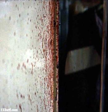 10 Cloverfield Lane 47 blodd splatter Easter egg WTF Watch The Film Saint Pauly