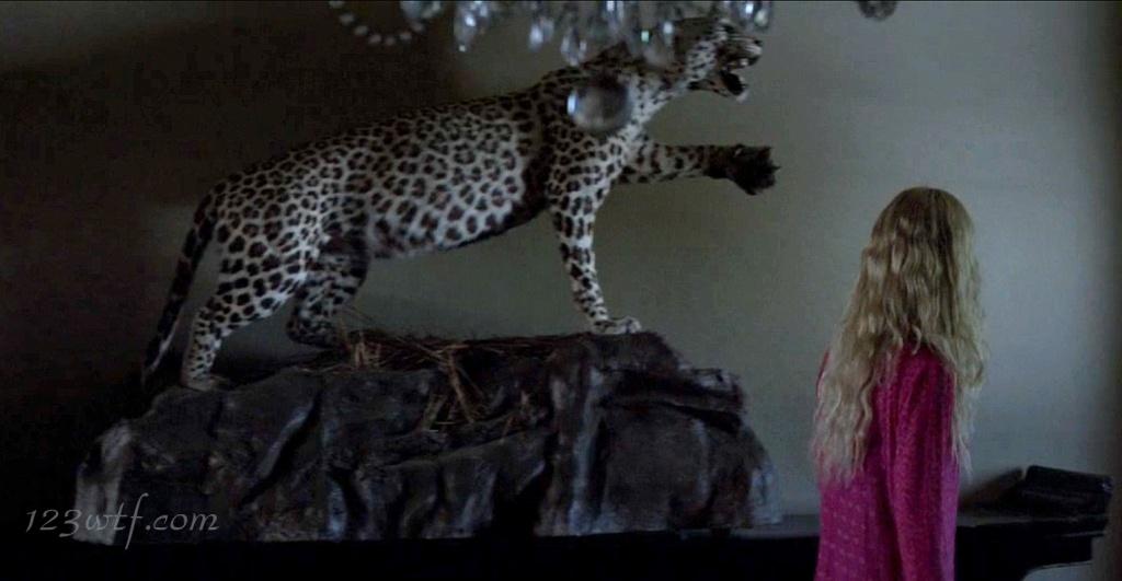 Neon Demon 19 SC House cat (WTF Watch The Film Saint Pauly)