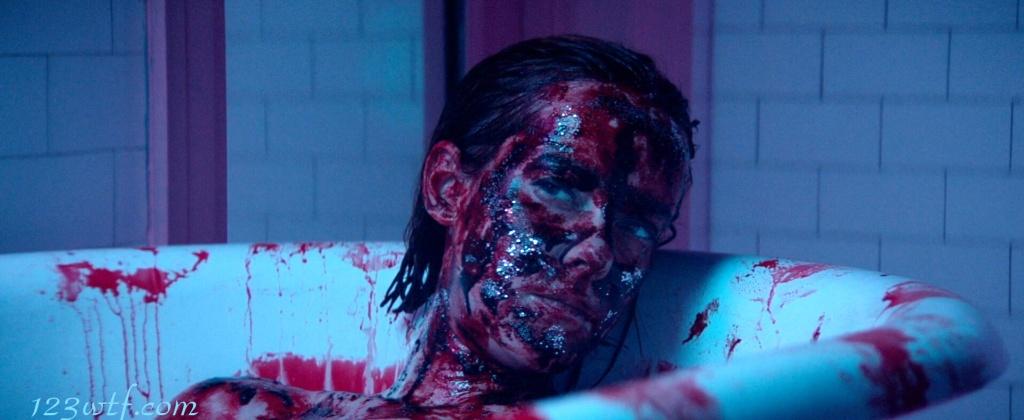 Neon Demon 25 SC Blood bath (WTF Watch The Film Saint Pauly)