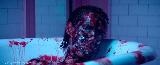 Neon Demon 25 SC Blood bath (WTF Watch The Film Saint Pauly)