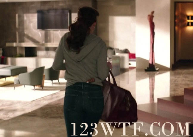 Fifty Shades Freed 21 SC Not a good wardrobe choice when you're going to the bank Watch The Film 123wtf Saint Pauly